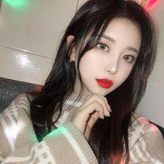 이진아(@ojin.ao) • Instagram 사진 및 동영상 Pretty Korean Girls, Cute Korean Girl, Neon Green Hair, Art Of Beauty, Ulzzang Korean Girl, Uzzlang Girl, China Girl, Korean Makeup, Pretty Makeup