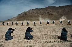 """Lynsey Addario """"Ribellione velata"""" - dicembre 2010 – Kabul // Da più di dieci anni fotografa di guerra in Medio Oriente e Africa, Lynsey Addario passa gran parte del suo tempo sulla linea del fronte. «Ognuno ha le sue ragioni per occuparsi di guerra. Per quanto mi riguarda si tratta di raccontare storie di umana sofferenza e di far arrivare queste immagini ai politici, nella speranza di produrre un cambiamento.»"""