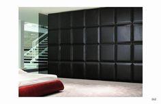 Designová šatní skříň od italské společnosti Besana. Vyráběna je celkem ve 4 barevných provedeních, kompletní nabídku této firmy naleznete zde: http://www.saloncardinal.com/besana-b24