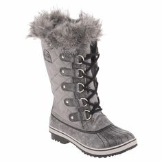 Sorel Tofino snow boot! Tromp in the snow in Style! got them in brown.. hearts