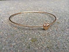 Armreife - Traumhaftes Herz Armband, Armreif in gold - ein Designerstück von Stella-Kobenhavn bei DaWanda