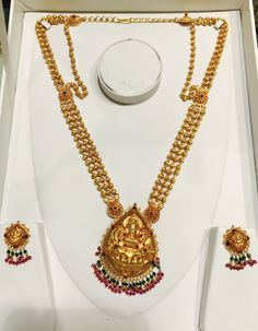 Gold Temple Jewellery, Gold Wedding Jewelry, Gold Jewelry Simple, Jewelry Design Earrings, Gold Earrings Designs, Gold Jewellery Design, Antique Necklace, Gold Necklace, Gold Chain Design