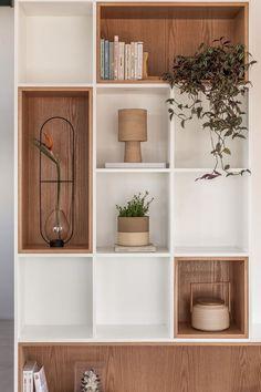 home sala Galeria de Apartamento MRB / - Home Library Design, Home Office Design, Home Interior Design, Diy Bedroom Decor, Living Room Decor, Home Decor, Muebles Living, Cabinet Design, Room Interior