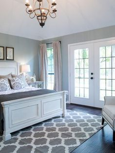 Wonderful Pretty and relaxing master bedroom by fixer upper. Farmhouse but not too country The post Pretty and relaxing master bedroom by fixer upper. Farmhouse but not too country… appeared first on Home Decor Designs . Relaxing Master Bedroom, Farmhouse Master Bedroom, Master Bedroom Design, Dream Bedroom, Home Bedroom, Bedroom Designs, Bedroom Carpet, Bedroom Retreat, Master Room