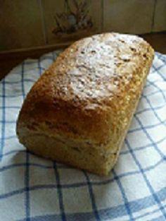 Bruinbrood met havervlokken Bread Cake, Banana Bread, Desserts, Food, Deserts, Dessert, Meals, Yemek, Postres