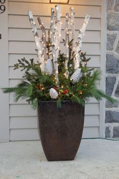 Make an adorable DIY Christmas decoration with logs and lights that can decorate every corner of the house – Outdoor Christmas Lights House Decorations Diy Christmas Decorations, Diy Christmas Lights, Decorating With Christmas Lights, Decorating With Branches, Xmas Lights, Holiday Decorating, Primitive Christmas, Rustic Christmas, Christmas Home