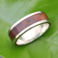 Featuring the beautiful grain and rich reds and browns of ñambaro (cocobolo) wood that is hand collected in Nicaragua, the Lados design is a classic pairing of recycled white gold and wood. Our unique process includes ñambaro wood sandwiched between bold sterling stripes, revealing the layers of a beautiful ring. An excellent choice of wedding band, engagement ring or commitment ring. Please note this listing is for one ring. This listing is for an all white gold design, with white gold…