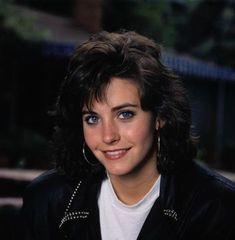 The queen of short hair back then. Joey Friends, Friends Cast, Friends Moments, Friends Tv Show, Monica Friends, Tv Actors, Actors & Actresses, Young Celebrities, Celebs