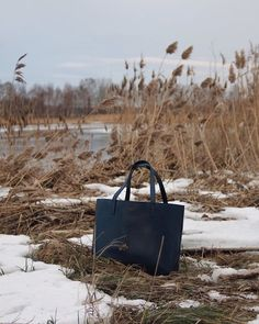 Classic tote in the color dark blue. Dark Blue, Tote Bag, Classic, Ann, Leather, Handmade, Color, Derby, Hand Made