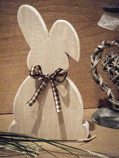 Hase,    Osterhase aus Holz im Shabby Chic by dreamshop, Hase (stehend) in beige mit abgeschliffenen weißen Kanten. Ein besonderer Blickfang. Durch die zwei ...