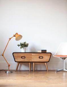 Ideas apartment design inspiration bedside tables for 2019 Wood Furniture Living Room, Home Decor Furniture, Modern Furniture, Recycled Furniture, Handmade Furniture, Vintage Furniture, Retro Side Table, Retro Interior Design, Modern Decor