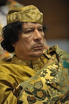 무아마르 알 카다피 - 위키백과, 우리 모두의 백과사전 Military Ranks, Military Officer, Hosni Mubarak, Arab Spring, President Ronald Reagan, Great Leaders, Nelson Mandela, Foreign Policy, High Society
