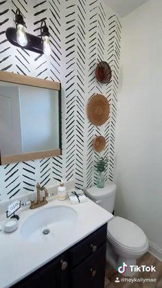 Bathroom Accent Wall, Bathroom Accents, Wallpaper In Bathroom, Master Bathroom, Apartment Wallpaper, Small Bathroom Paint, Painted Wallpaper, Wallpaper Decor, Bathroom Shelves