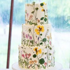 Pressed flower cake from Edible Flowers Cake, Wedding Cakes With Flowers, Pretty Cakes, Beautiful Cakes, Wildflower Cake, Cake Show, Painted Cakes, Wedding Cake Inspiration, Wedding Cake Designs