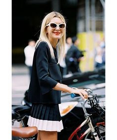 Natalie Joos of Tales of Endearment , after A Show, NYC, September Pleated mini + sporty bike = so cute! Fast Fashion, Fashion Outfits, Women's Fashion, Perfect Red Lips, Vanessa Jackman, Cycle Chic, Everyday Dresses, Complete Outfits, Street Chic