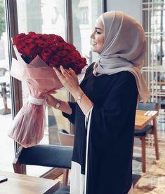 Abaya Fashion, Muslim Fashion, Fashion Dresses, Stylish Girls Photos, Girl Photos, Sac Michael Kors, Beautiful Hijab Girl, Hijab Dress, Hijab Outfit