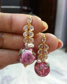 Saved by radha reddy garisa Pearl Necklace Designs, Jewelry Design Earrings, Gold Earrings Designs, Cute Jewelry, Gold Jewelry, Jewelery, Jewelry Accessories, Simple Earrings, Beautiful Earrings