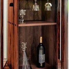 Este Natal vai ser diferente com a FGV design. Se gosta de receber bem em sua casa visite o nosso site para se inspirar na decoração da sua sala! Com SEAGRAM de Filipe Ventura, pode colocar a sua selecção predilecta de bebidas para partilhar nas suas reuniões das festas de fim de ano.  Veja mais peças em: http://www.fgvdesign.pt/portfolio/seagram/ #FGVdesign #seagram #mobiliario #furniture #design #natalcomdesign