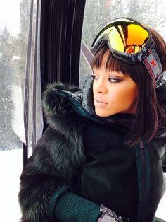 Rihanna skiing in Aspen Best Of Rihanna, Rihanna Mode, Rihanna Style, Rihanna Fenty, Rihanna Fashion, Rihanna Outfits, Bad Gal, Apres Ski, Celebs