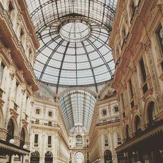 Cara Milano è sempre un piacere vederti!  #milan #galleriavittorioemanuele #igersmilano #milanocity #milanodavedere #moda #fashion #glass #windows #urbanview #instamilano by benedetta_rizza