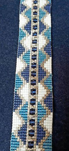 """Bracelet """"Petite rivière"""" réalisé sur métier à tisser avec les Delica 11/0 et des toupies de 4mm."""