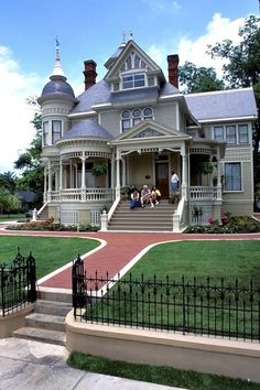 100s of Different Victorian Homes   http://www.pinterest.com/njestates1/victorian-homes/