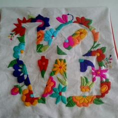 the 25 best mexican embroidery ideas on folk Mexican Embroidery, Folk Embroidery, Embroidery Stitches, Embroidery Patterns, Hobbies And Crafts, Diy And Crafts, Bordado Floral, Bordados E Cia, Hand Stitching