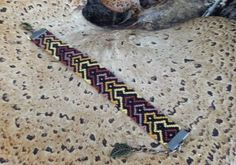Learn to make your own colorful bracelets of threads or yarn. Get inspiration. Diy Friendship Bracelets Patterns, Make Your Own, How To Make, Colorful Bracelets, Knot, Board, Jewelry, Patterns, Basteln