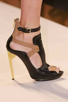 Love the pop of yellow on the heel www.ScarlettAvery.com