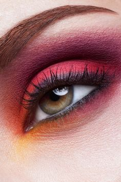 . Red Eye Makeup, Red Eyeshadow, Hair Makeup, Eyeshadow Tutorials, War Paint, Mug Shots, Make Up, Beauty, Party Hairstyles