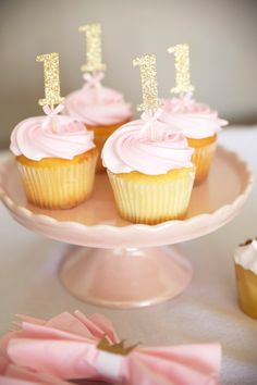 Gold Birthday Cupcake TopperS, erster Geburtstag, Rose Gold Topper, Silber Topper - Cora's First Birthday - Cupcakes 1st Birthday Cupcakes, Birthday Roses, Baby Girl First Birthday, Girl Cupcakes, Gold Birthday, First Birthday Parties, Lemon Cupcakes, Strawberry Cupcakes, 1st Birthday Party Ideas For Girls