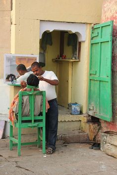 Outdoor barber shop in Varanasi, North India