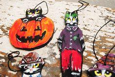 Black cat ornament Folk art cat ceramic figurine Halloween Folk Art, Disney Characters, Fictional Characters, Ceramics, Ornaments, Halloween, Unique Jewelry, Handmade Gifts, Cats