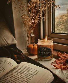 Wie ich diese friedlichen Herbsttage bei einer heißen Tasse Tee, einem guten Buch und … … genieße - Entwurf Cómo disfruto estos días tranquilos de otoño con una buena taza de té con un buen libro de días festivos