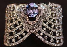 Manchette Louis Vuitton Blossom ©BérengèreTreussard2017 Louis Vuitton Schmuck, Bijoux Louis Vuitton, Purple Jewelry, Glamour, Diamond Bracelets, Diamond Jewellery, Schmuck Design, High Jewelry, Gemstone Jewelry