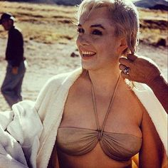 """Beautiful Marilyn getting her hair done for the filming of """"The Misfits"""" 1961"""