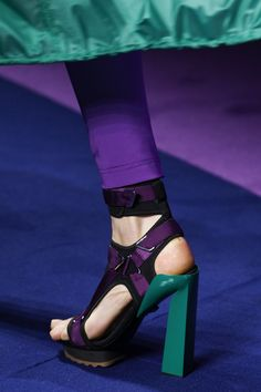 Versace Spring 2017 Ready-to-Wear Accessories Photos - Vogue