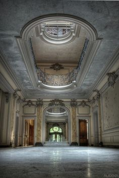 54 Still Beautiful Abandoned Buildings around the World . Abandoned Buildings, Abandoned Property, Abandoned Castles, Old Buildings, Abandoned Places, Architecture Old, Beautiful Architecture, Beautiful Buildings, Beautiful Places