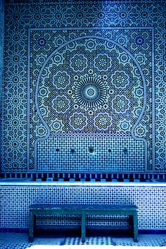 What looks good on tiles, also looks good printed on paper. Whether they are Moroccan mosaics or Portuguese azulejos, art inspired by tile patterns makes for captivating wall decoration. Love Blue, Blue And White, Blue Rooms, Arabesque, Color Azul, Indigo Blue, Pantone Color, Islamic Art, Islamic Tiles