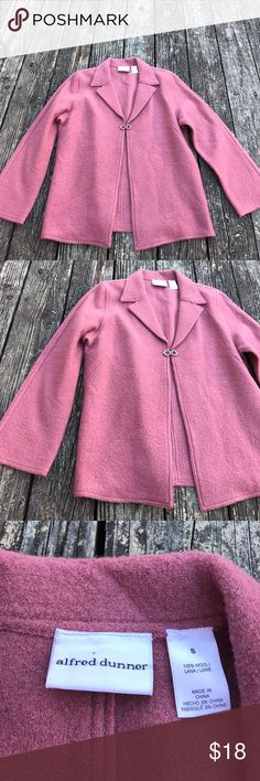 Wool Blazer Alfred Dunner Small Mauve Deco Clasp Elegant Mauve Blazer. Comes past the hips. Comfortable wool (not itchy) w a rhinestone encrusted clasp. Excellent Condition ✨ Thanks for looking. Thanks for the shares. Bundle & SAVE🤑 Alfred Dunner Jackets & Coats Blazers