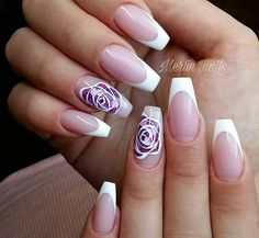 French nails create the visual effect of slender fingers. Now French nails have various color variations. Here we provide a variety of nails that are instantly elegant and make your hands look longer. Red Sparkly Nails, Blue Glitter Nails, Gold Nails, Sexy Nail Art, Sexy Nails, Nail Art Diy, Flower Nail Designs, Pink Nail Designs, French Nails
