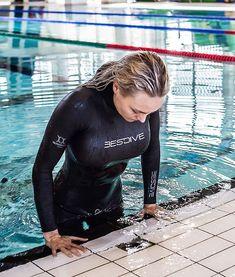 David Beckham Suit, Scuba Diving Certification, Scuba Wetsuit, Swimming Diving, Scuba Diving Gear, Cheerleading Pictures, Girl In Water, Scuba Girl, Womens Wetsuit