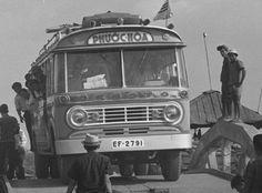 Xe đò Desoto trên đường Saigon Tây Ninh. Hình chụp 13/2/1967 Sully Francoise