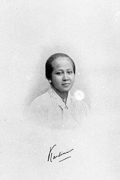 Berkas:COLLECTIE TROPENMUSEUM Gesigneerd portret van Raden Ajeng Kartini TMnr