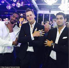 Tom Brady shows off biggest Super Bowl ring ever New England Patriots Rings, New England Patriots Football, Patriots Fans, Patriots Superbowl, Patriots Logo, Football Memes, Sports Memes, Football Team, Go Pats