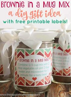 in a Mug Mix & DIY Gift Idea Brownie in a Mug Recipe Plus you can make a batch of the Mix and give it as a DIY Gift! Great Idea for Christmas! (she has free printable labels! Mason Jar Meals, Mason Jar Gifts, Meals In A Jar, Mason Jars, Brownies, Brownie In A Mug, Printable Labels, Free Printable, Mug Recipes