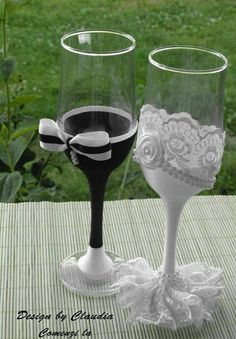 His And Her Glasses Wedding Decorations Ideas - Wedding champagne glasses - Bride And Groom Glasses, Wedding Wine Glasses, Diy Wine Glasses, Decorated Wine Glasses, Wedding Champagne Flutes, Wedding Bottles, Painted Wine Glasses, Champagne Glasses, Flute Glasses