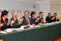 """El gobernador Javier Duarte de Ochoa se reunió con empresarios de la industria de la construcción, ante quienes afirmó que los veracruzanos """"tenemos un estado fuerte, un estado grande, con una economía sólida"""""""