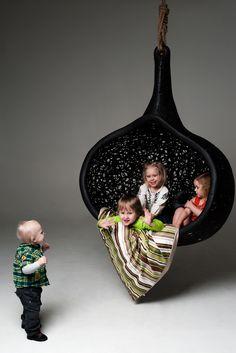 Gniazdo Manu Nest to świetny pomysł na odpoczynek i zabawę dla najmłodszych. Wykonane z włókna węglowego zapewnia wygodę i bezpieczeństwo.