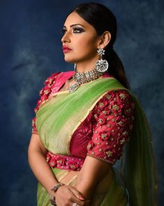 Silk Saree Blouse Designs, Fancy Blouse Designs, Bridal Blouse Designs, Blouse Patterns, Hand Work Blouse Design, Stylish Blouse Design, Saree With Belt, Saree Belt, Indian Designer Outfits